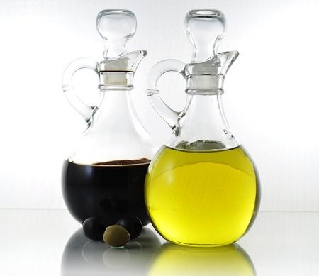 aceite de cocina: botellas de aceite y vinagre