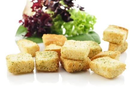 seasoned: seasoned croutons and salad leaves