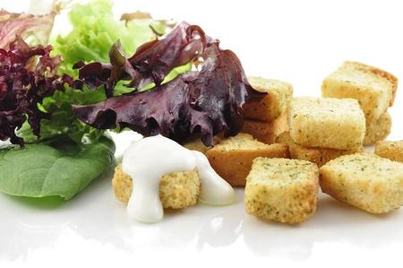 seasoned: seasoned croutons and salad leaves
