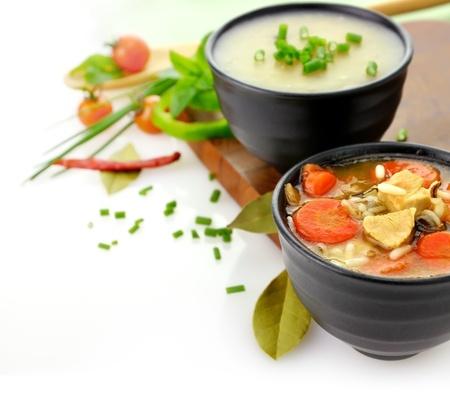 sopa de pollo: Sopa de pollo y arroz salvaje y Crema de patata Foto de archivo