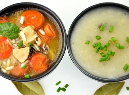 sopa de pollo: Sopa de pollo y arroz salvaje y Crema de patata, vista superior