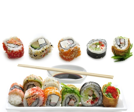白い背景の上寿司品揃え