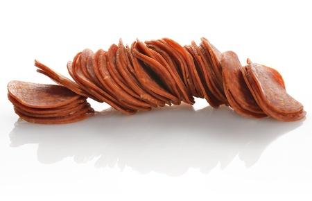 Fette Pepperoni Su Sfondo Bianco