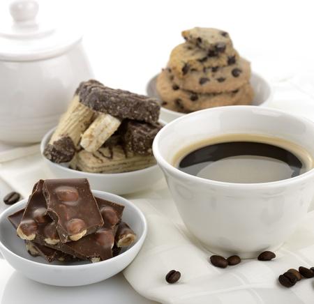 Kopje Zwarte Koffie Met Chocolade En Koekjes Stockfoto