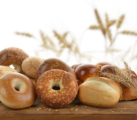 커팅 보드에 빵의 구색 스톡 콘텐츠