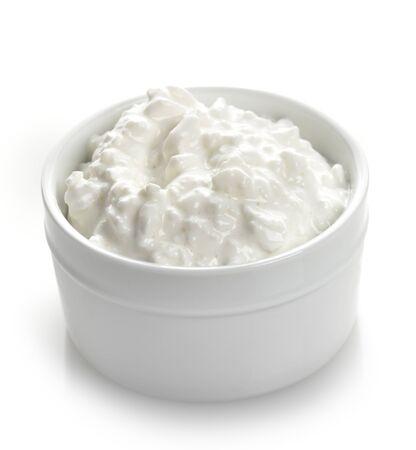 casa de campo: Requesón en un recipiente blanco