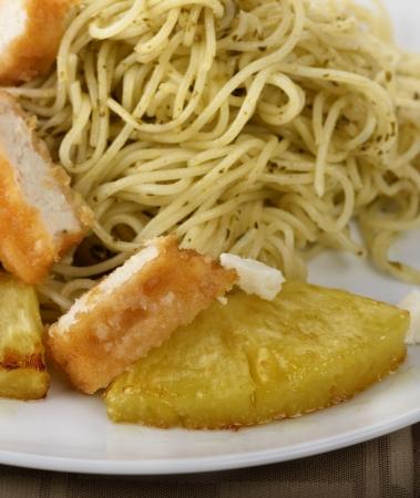 Pollo Con Pasta, piña y queso Foto de archivo - 16539345