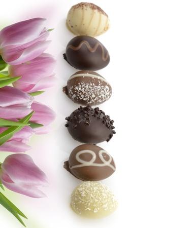 oeufs en chocolat: Oeufs en chocolat Collection Sur Fond Blanc