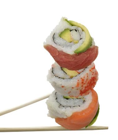 Sushi Rolls Met Rode Vis En Avocado, op een witte achtergrond