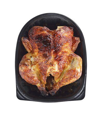 carne de pollo: Pollo frito en una bandeja aislada sobre fondo blanco