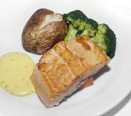 zalmfilet met aardappel en broccoli Stockfoto