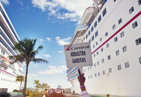 NASSAU, BAHAMAS - January 7 ,2019.Cruise ships docked in the Nassau Port. 新聞圖片