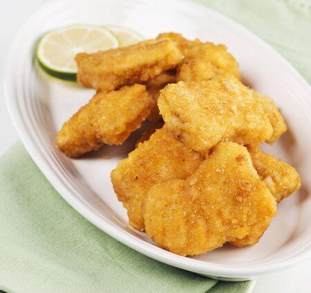 chicken nuggets in a white plate , close up Foto de archivo - 128098643