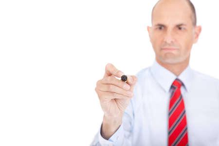 Hombre de negocios haciendo una nota en la pizarra flichart