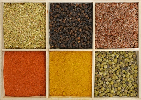 Six spices in a wooden square split jar Stock Photo - 11869719