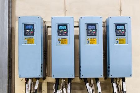 electricidad industrial: convertidores de electricidad industrial en una fábrica, controler