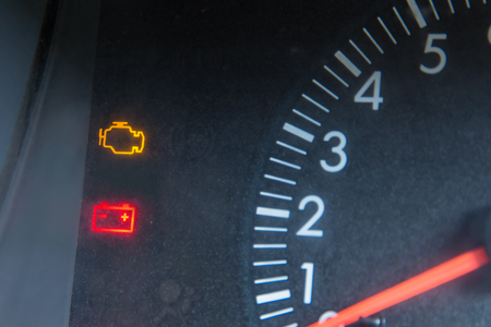 Screen display of car status warning light on dashboard panel symbols which show the fault indicators 版權商用圖片 - 110892933