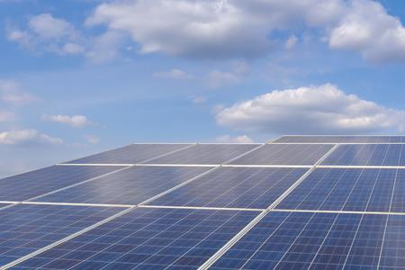 Solarparkstrom für elektrische erneuerbare Energie aus der Sonne, Photovoltaik im Solarparkkraftwerk