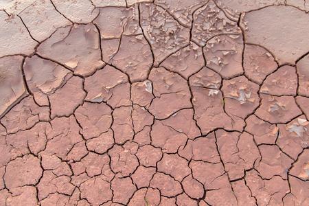 Suelo en sequía, textura del suelo y barro seco, tierra con suelo seco y agrietado Foto de archivo