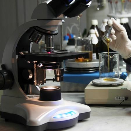 drug discovery: Microscopio Archivio Fotografico