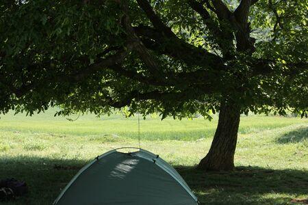 dampen: Tent