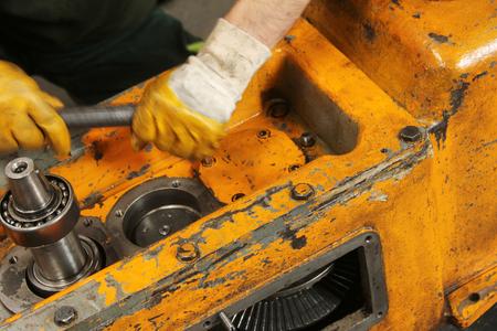 machine tool: Lathe machine and Worker