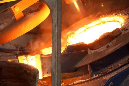 llamas de fuego: Industria del acero fundido l�quido