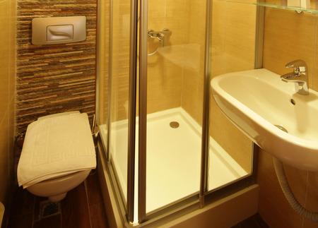 modern bathroom: Modern Bathroom