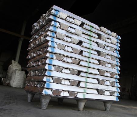 Pile de lingots d'aluminium