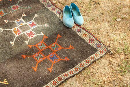 handmade rugs and nomadic shoes 免版税图像