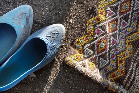handmade rugs and nomadic shoes Foto de archivo - 130640379