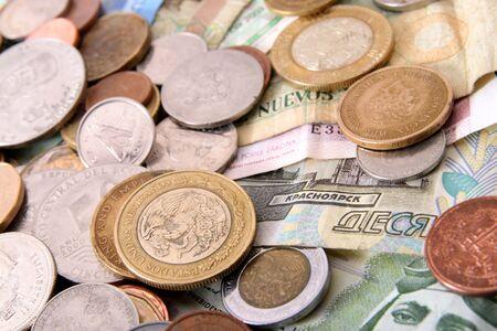 유럽 연합, 스위스, 영국, 에콰도르, 페루, 멕시코, 네덜란드 앤 틸리 스 제도, 체코 공화국, 모로코 및 러시아의 해외 지폐 및 동전