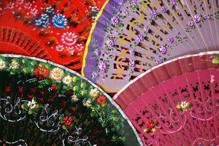 다채로운 스페인어 팬 세고비아, 스페인에있는 저장소에서 판매를위한 정렬 스톡 콘텐츠