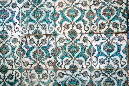 topkapi: Detail of a tiled wall in the Topkapi Palace in Istanbul, Turkey
