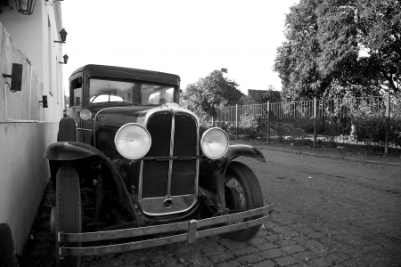 Black and White Image of Antique Car in Colonia del Sacramento, Uruguay Imagens - 18223706