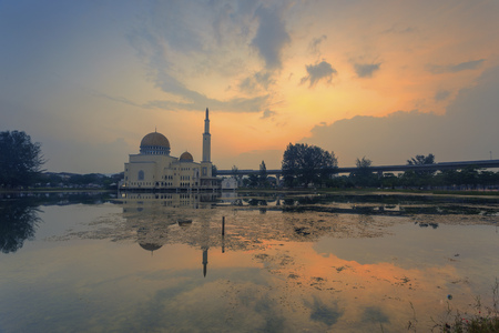 a beautiful scenery of sunrise at mosque with reflection. Al-Salam Mosque Puchong Perdana, Malaysia Stock Photo