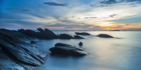 Rock in the sea Thailand Standard-Bild