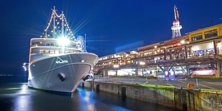Yacht in kobe Standard-Bild