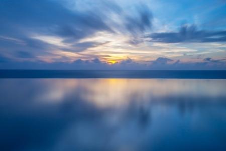 Sunset in the sea in Thailand Standard-Bild
