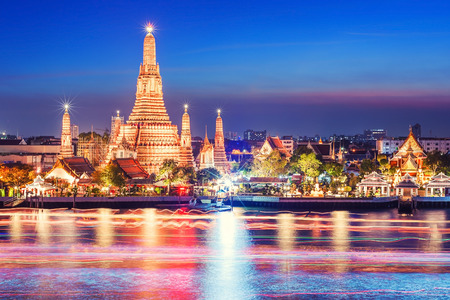 タイ、バンコクのワット · アルン夜景寺 写真素材