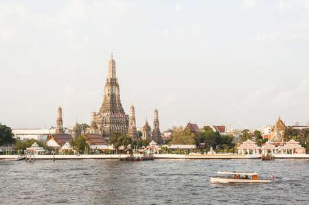 phraya: Wat Arun night view Temple in bangkok, Thailand