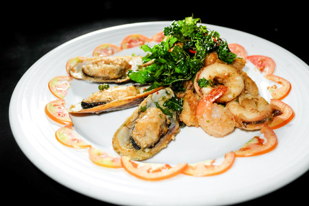 hoisin sauce: Plate of Asian Style Sesame ginger scallop with hoisin sauce and Shrimp Skewers in black background Stock Photo