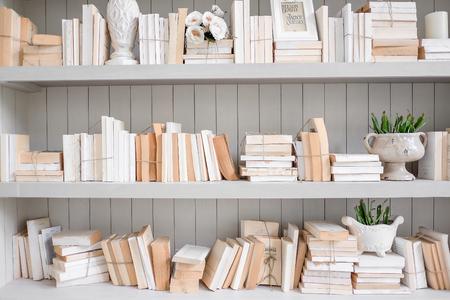 Vintage leeszaal met oude boeken
