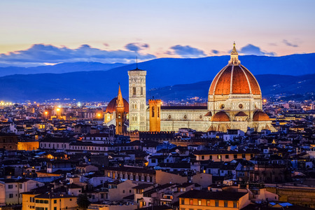 Sunset at Duomo View of Florence after sunset from Piazzale Michelangelo, Florence, Italy Standard-Bild