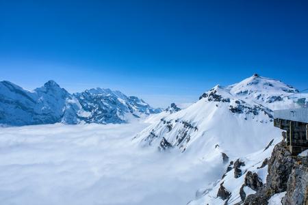 シルトホルン、スイスからスイスのスカイラインの見事なパノラマの景色雪山 写真素材