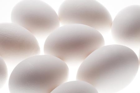 白い背景で隔離の卵スタック
