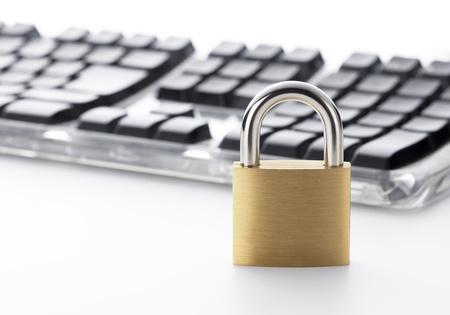 セキュリティに関する概念の南京錠とキーボード 写真素材