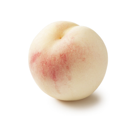 durazno: melocotón blanco fresco sobre fondo blanco Foto de archivo