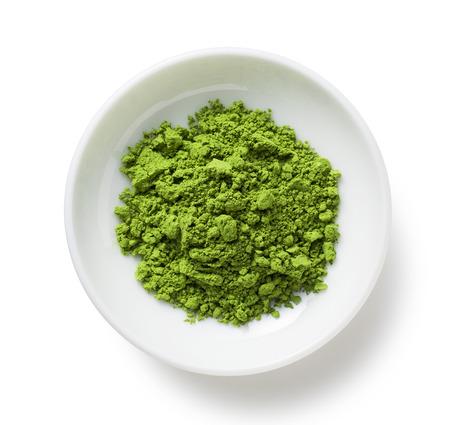 Grüner Tee-Pulver auf der Platte Standard-Bild - 62897564