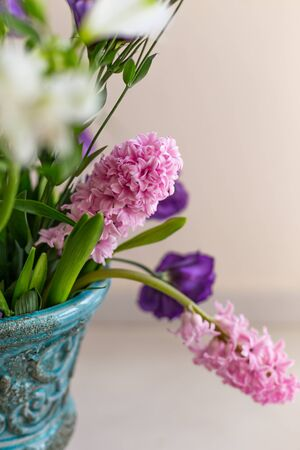 Bouquet of pink hyacinthus in a turquoise rustic vase 版權商用圖片